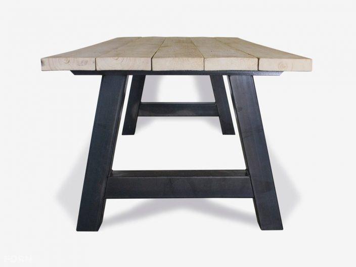 Tisch im industriellen design weiss front