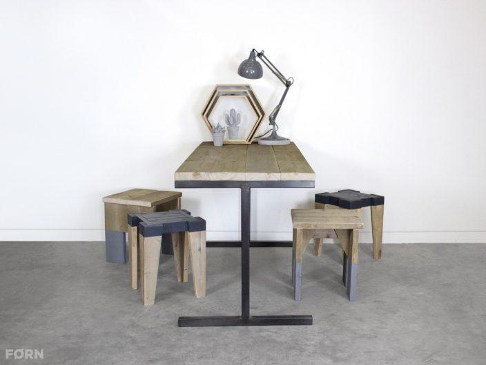Industrieller Bauholz Tisch mit Stahl