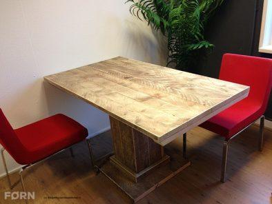 Bauholz Tisch Jakob
