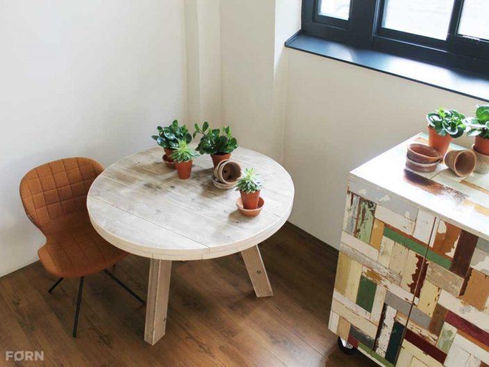 Runder Bauholz Tisch