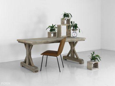 bauholz tisch mit stahlrahmen industrielles design. Black Bedroom Furniture Sets. Home Design Ideas