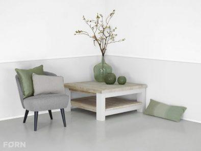 Tisch industriedesign mit wei en tischbeinen aus stahl for Wohnzimmertisch industriedesign