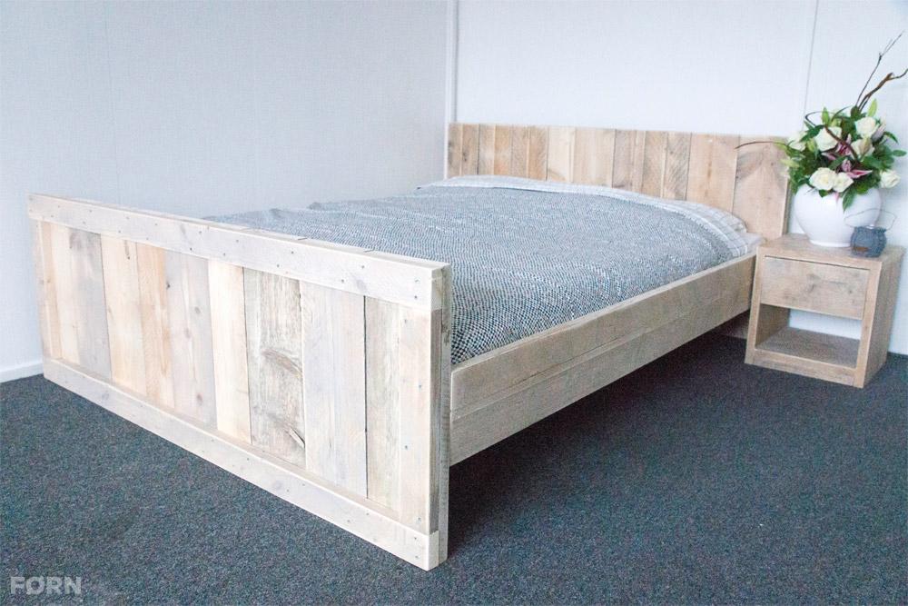 bauholz bett esther i doppelbett hergestellt aus echtem bauholz. Black Bedroom Furniture Sets. Home Design Ideas