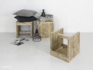 Bauholz tisch mit ger strohren industriedesign schreibtisch for Beistelltisch industriedesign