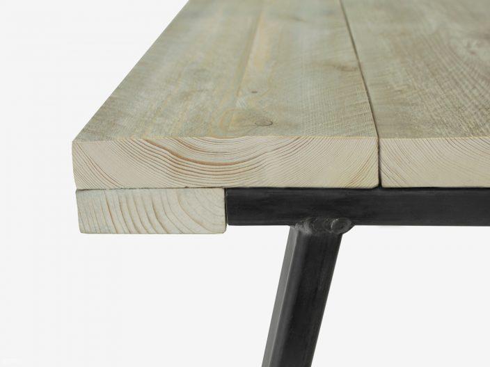Indrustriedesign Tisch mit Stahlgestell Detail