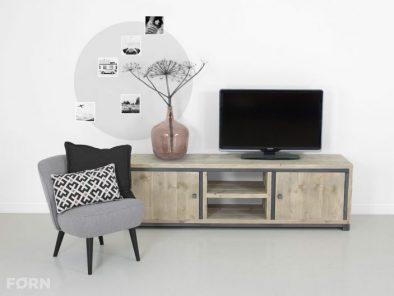 Industriedesign tisch mit stahlgestell wolfgang for Bett industriedesign