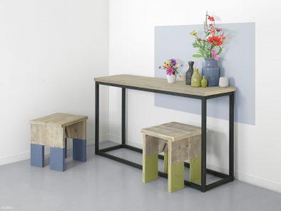 Industriedesign Beistelltisch mit Bauholz Eindurck