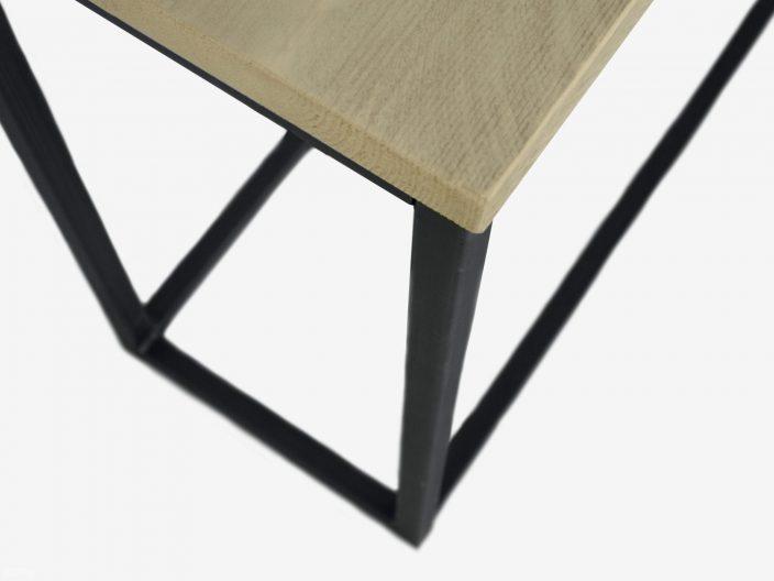 Industriedesign Beistelltisch mit Bauholz detail